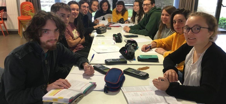 13 bacheliers rédigent leur copie de math au bac 2019 en breton - photo France 3