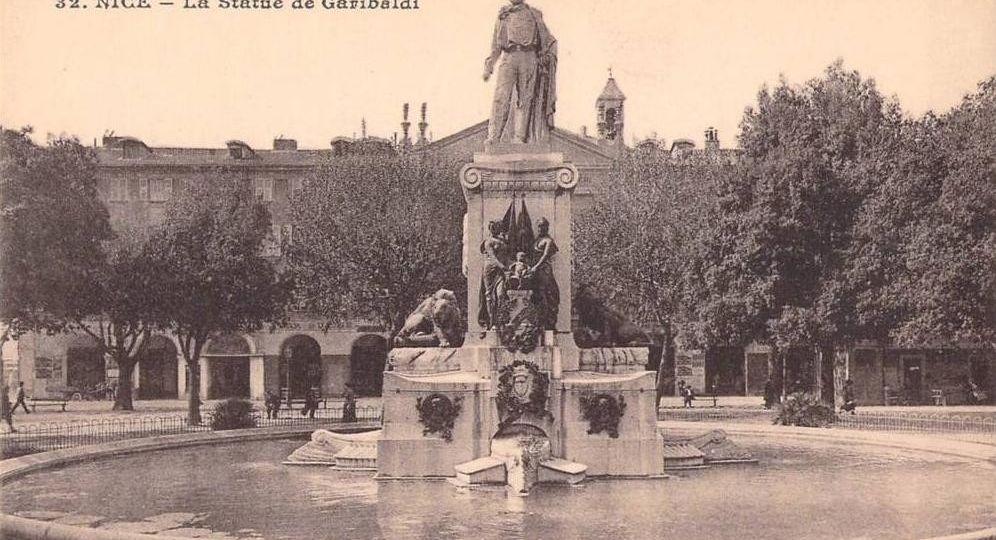 Carte postale ancienne de la statue et fontaine Garibaldi place Garibaldi à Nice Alpes Maritimes - source site Geneanet