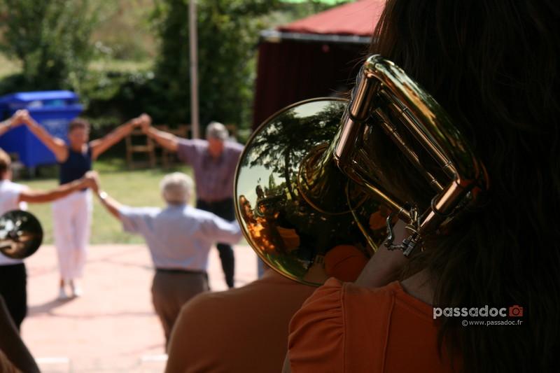 Danse de la Sardane en Catalogne; Sardane, typical dance from Catalonia