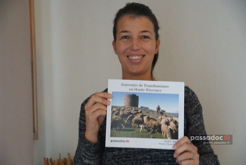 Portrait Sandrine Hamon avec livre dec16-L