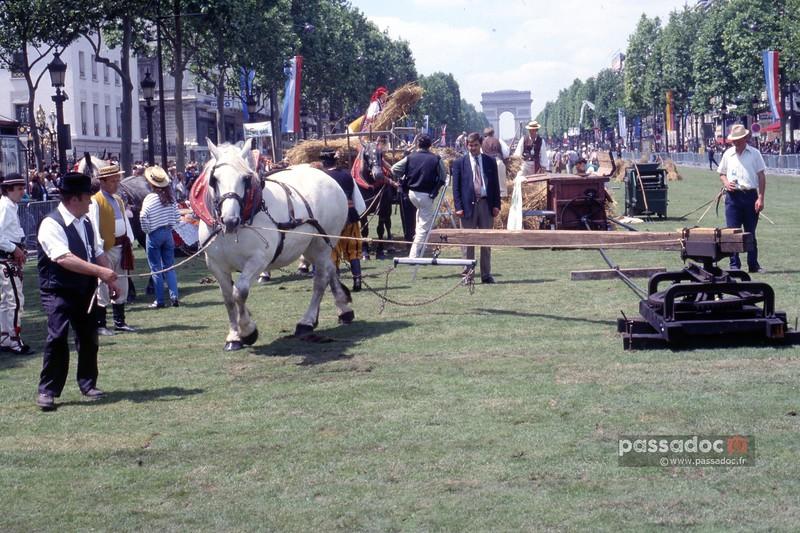 Moisson des Champs Elysées en 1990