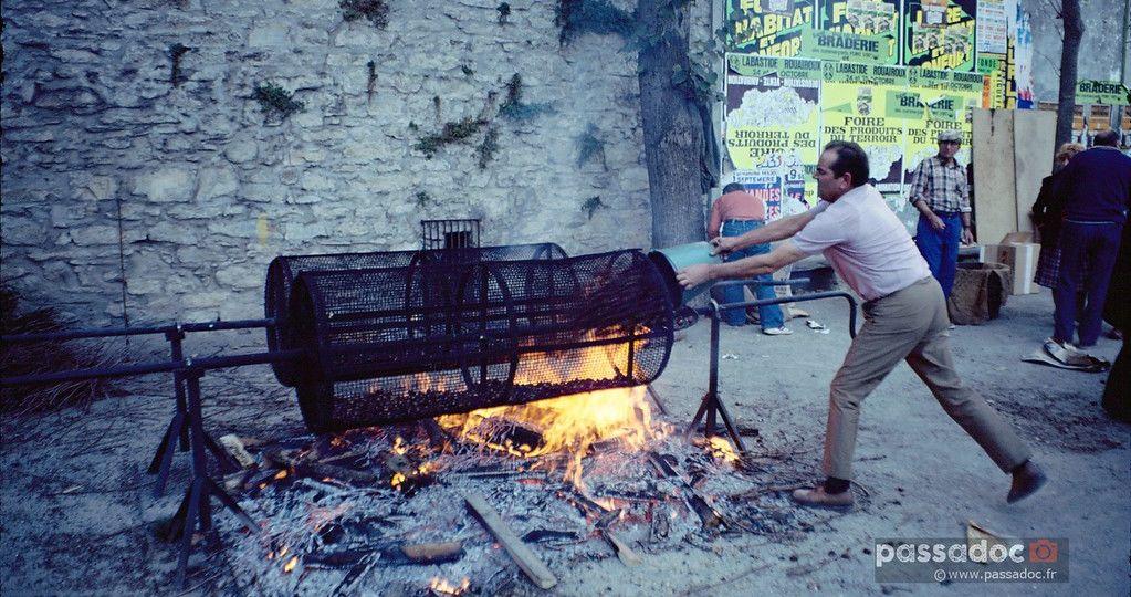 Castagnade-geante-dans-le-Tarn-en-1981-chataignes-et-feu-de-bois-photo-André-Abbe
