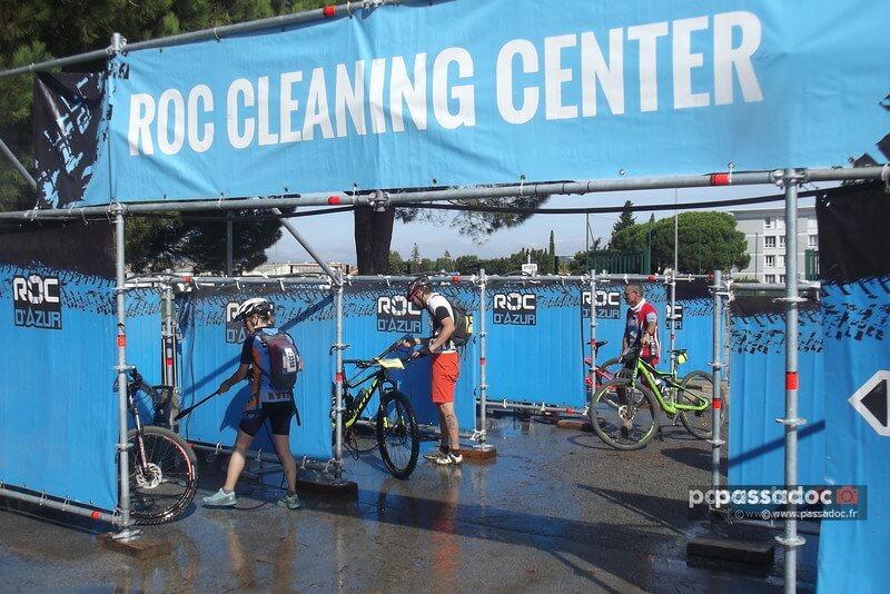 Roc Cleaning Center a la course roc d azur de velo VTT a Frejus Var - photo André Abbe - DSCF8544-L