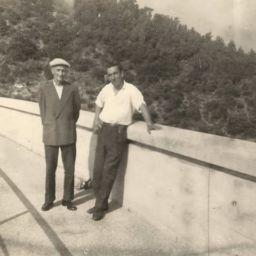 Balade-sur-le-barrage-de-Malpasset-durant-l-été-1959-photo-Lydie-Tadini-Taillefert