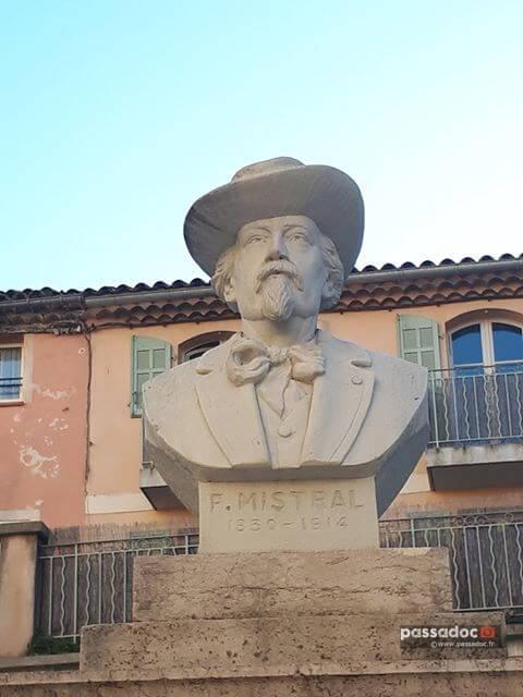 Buste de Frederic Mistral - Saint Maximin - Var - photo Manon