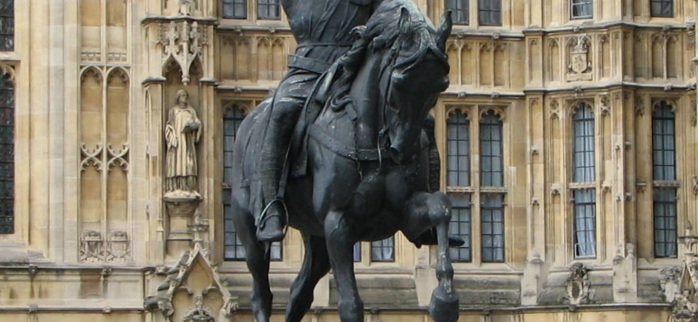 Richard_Coeur_de_Lion_statue_au-palais-de-Westminster-à-Londres-Royaume-Uni-Photo-Bernard-Gagnon